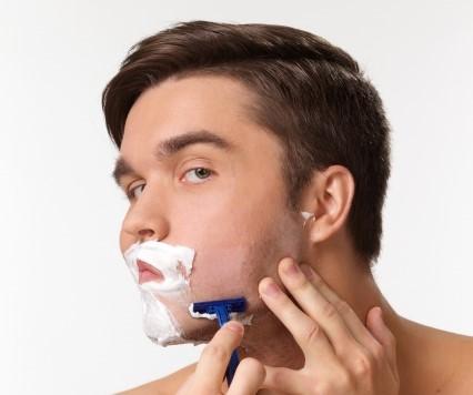 青髭を目立たなくしよう!すぐできる深剃りテクニック3選!