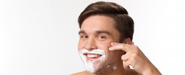 【手順7】横剃りを基本として順剃りや逆剃りを駆使して髭を剃る